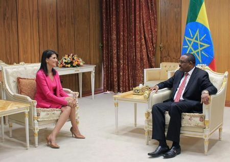 U.S. Ambassador to the United Nations Nikki Haley (L) meets with Ethiopian Prime Minister Hailemariam Desalegn in Addis Ababa, Ethiopia Octobr 23, 2017. (Reuters/Michelle Nichols)