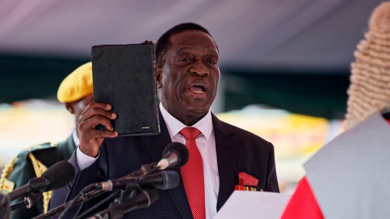 Emmerson Mnangagwa is sworn in as president in Harare. November 24, 2017. (AP)