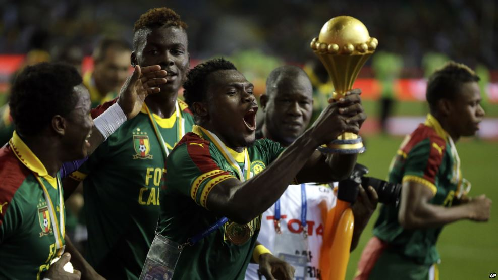 Cameroon players run celebrating with the trophy after winning the African Cup of Nations final soccer match between Egypt and Cameroon at the Stade de l'Amitie, in Libreville, Gabon, February 5, 2017. (AP)