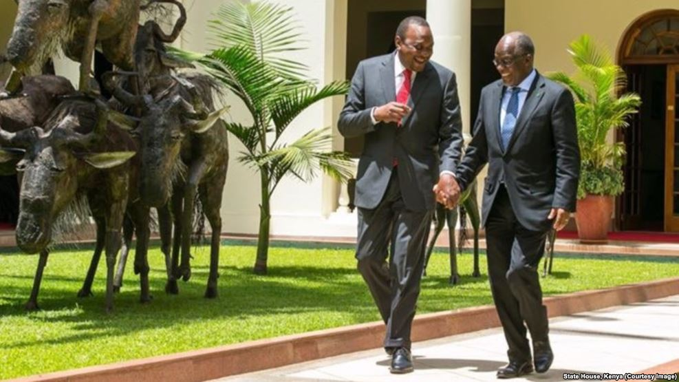 Kenyan President Uhuru Kenyatta, left, and Tanzanian counterpart John Magufuli clasp hands during Magufuli's state visit to Nairobi, October 31, 2016. (State House Kenya)