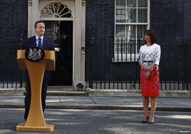 Britain's Prime Minister David Cameron speaks after Britain voted to leave the European Union, as his wife Samantha watches outside Number 10 Downing Street in London, Britain, June 24, 2016. (Photo/Reuters)