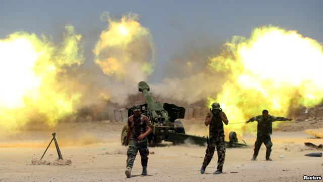 Shiite fighters with Iraqi security forces fire artillery during clashes with Islamic State militants near Falluja, Iraq, May 29, 2016. (Photo/Reuters)