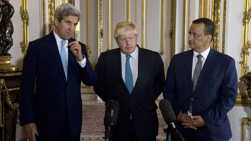 Making a joint statement on Yemen are, left to right, U.S. Secretary of State John Kerry, British Foreign Secretary Boris Johnson and U.N. Special Envoy for Yemen Ismail Ould Cheikh Ahmed, at Lancaster House in London, October 16, 2016. (AP)
