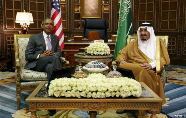 U.S. President Barack Obama, left, meets with Saudi King Salman at Erga Palace upon his arrival for a summit meeting in Riyadh, Saudi Arabia, April 20, 2016. (Photo/Reuters)