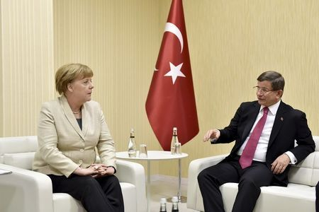 Turkish Prime Minister Ahmet Davutoglu meets with German Chancellor Angela Merkel upon her arrival at Gaziantep airport, April 23, 2016. (Photo/Reuters/Steffen Kugler)
