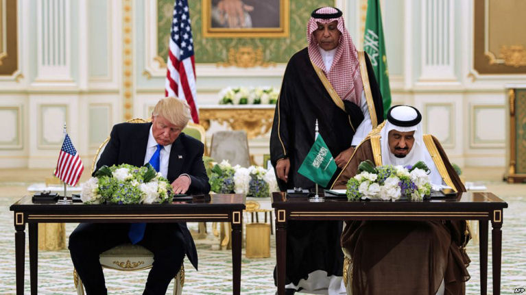 President Donald Trump and Saudi Arabia's King Salman at a signing ceremony at the Saudi Royal Court in Riyadh. May 20, 2017. (AFP)