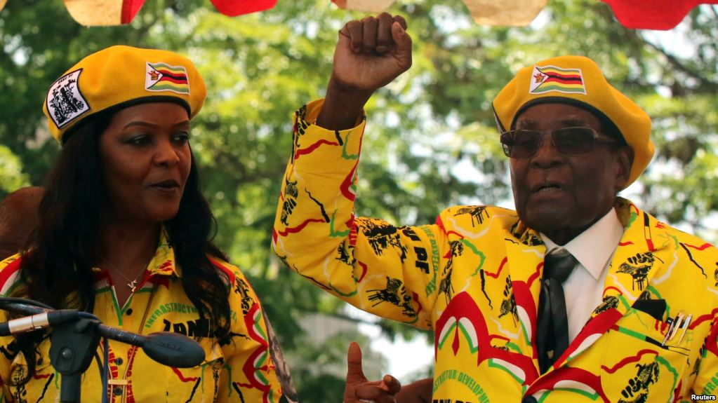 President Robert Mugabe and his wife, Grace, attend a rally of his ruling ZANU-PF party in Harare, Zimbabwe, November 8, 2017. (Reuters)