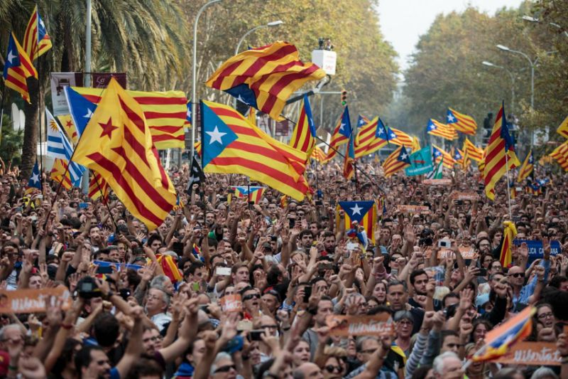 Independence supporters gathered outside the Catalan Parliament in Barcelona, Spain. October 27, 2017.(Getty Images)