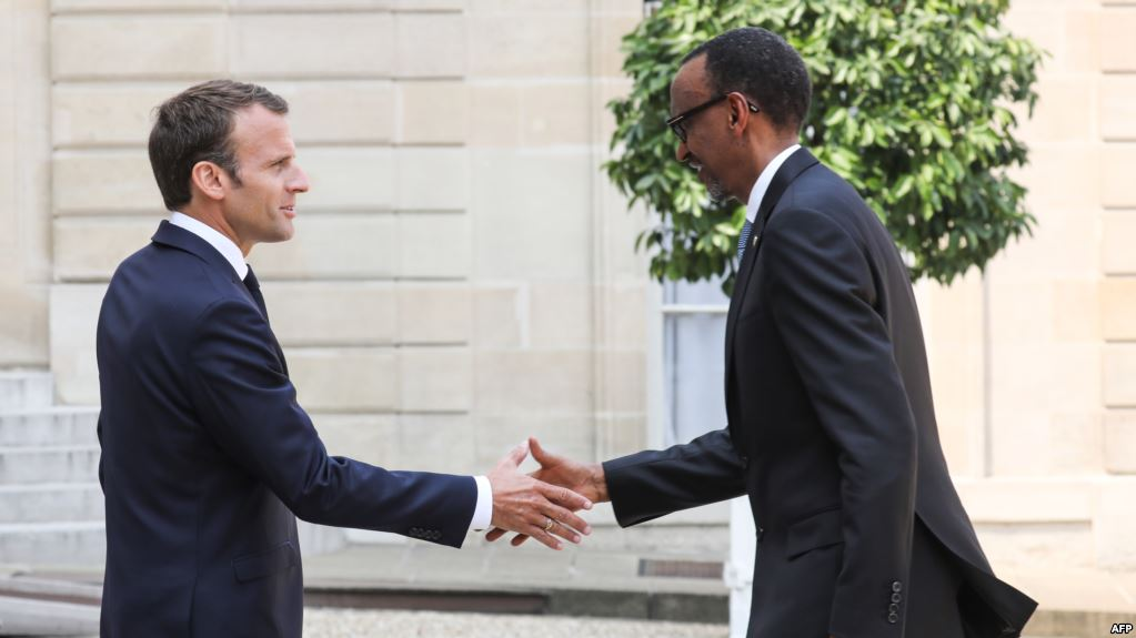 France's President Emmanuel Macron, left, welcomes Rwanda's President Paul Kagame upon his arrival at the Elysee presidential palace in Paris, France, May 23, 2018.(AFP)