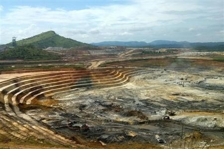 The KCD open pit gold mine at the Kibali mining site in northeast Democratic Republic of Congo, May 1, 2014. (Reuters/Pete Jones)