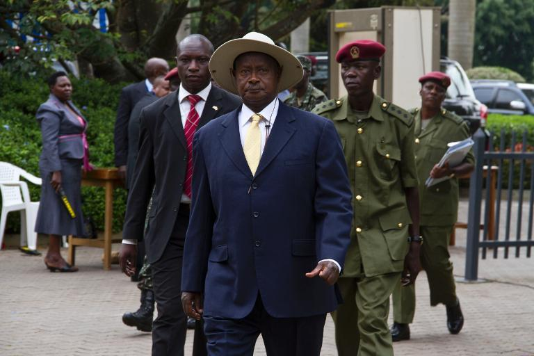 Uganda's President Yoweri Museveni (C) arrives at Munyonyo resort Hotel in Kampala on November 30, 2013  to attend the 15th Ordinary Summit of the East African Community Heads of State. (AFP)