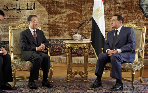Chinese Prime Minister Wen Jiabao, seen here with Egyptian President Hosni Mubarak in Cairo, has sought to reassure the world's Muslims about his country's goodwill towards them at a time when Beijing is criticised for the treatment of its own Muslim minority. (AP Photo/Ben Curtis)