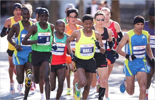 The world-record holder Haile Gebrselassie, center, pulled out before the 16-mile mark with tendinitis, then said he was retiring. (Michelle V. Agins/The New York Times)