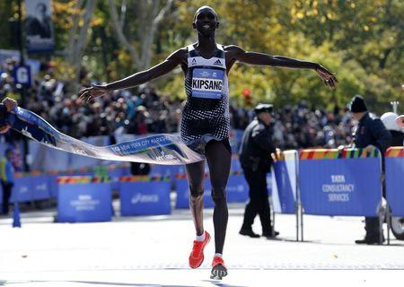 Wilson Kipsang of Kenya crosses the finish line to win the men's professional division of the 2014 New York City Marathon in Central Park in Manhattan, November 2, 2014. (Reuters/Mike Segar)